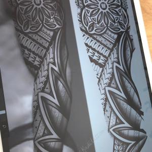 tatouage manche géométrique